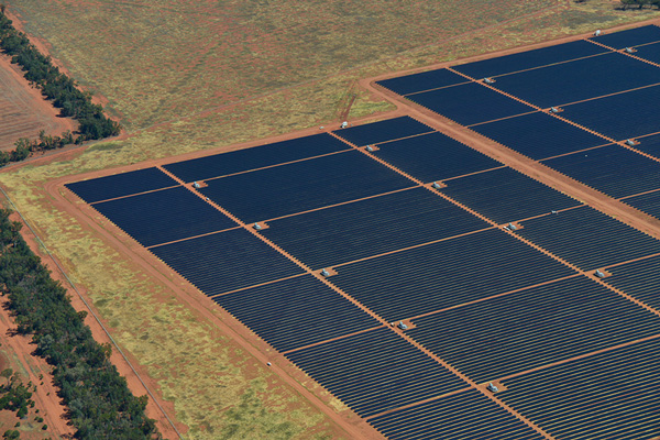 Australia S Biggest Solar Plant Switches On