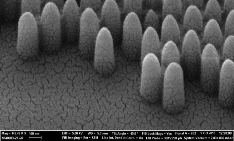 A scanning electron miscroscope photograph shows the pyramid-like nanostructures engraved onto glass. Image:  Engineering and Physical Sciences Research Council