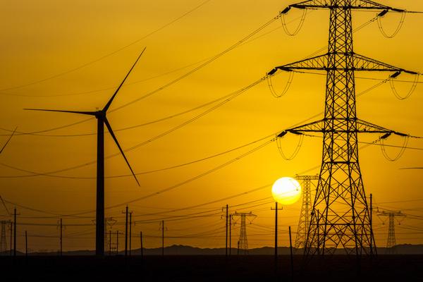 sunset-over-a-windfarm-Sinkia