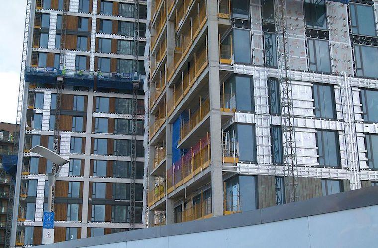 Cladding facade strata