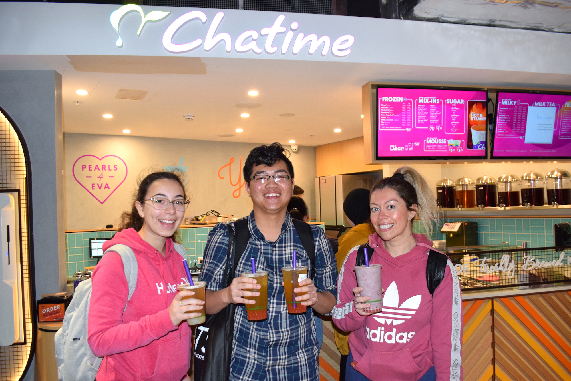 photo of students enjoying Chatime in the new UTS food court