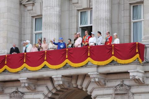 The_British_royal_family_on_the_balcony_of_Buckingham_Palace
